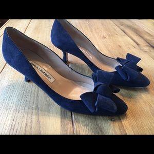 909207bb872 Manolo Blahnik Shoes - Manolo Blahnik Lisane Bow Kitten Heels